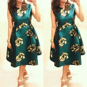 Dresses & Skirts - HP💐Plus Forest Green Satin Event Flare Dress,XL